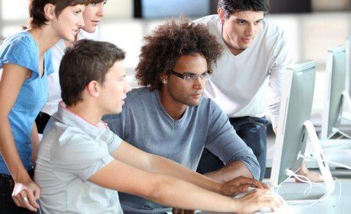 بازار کار برنامه نویسی چه مهارت هایی را نیاز دارد؟